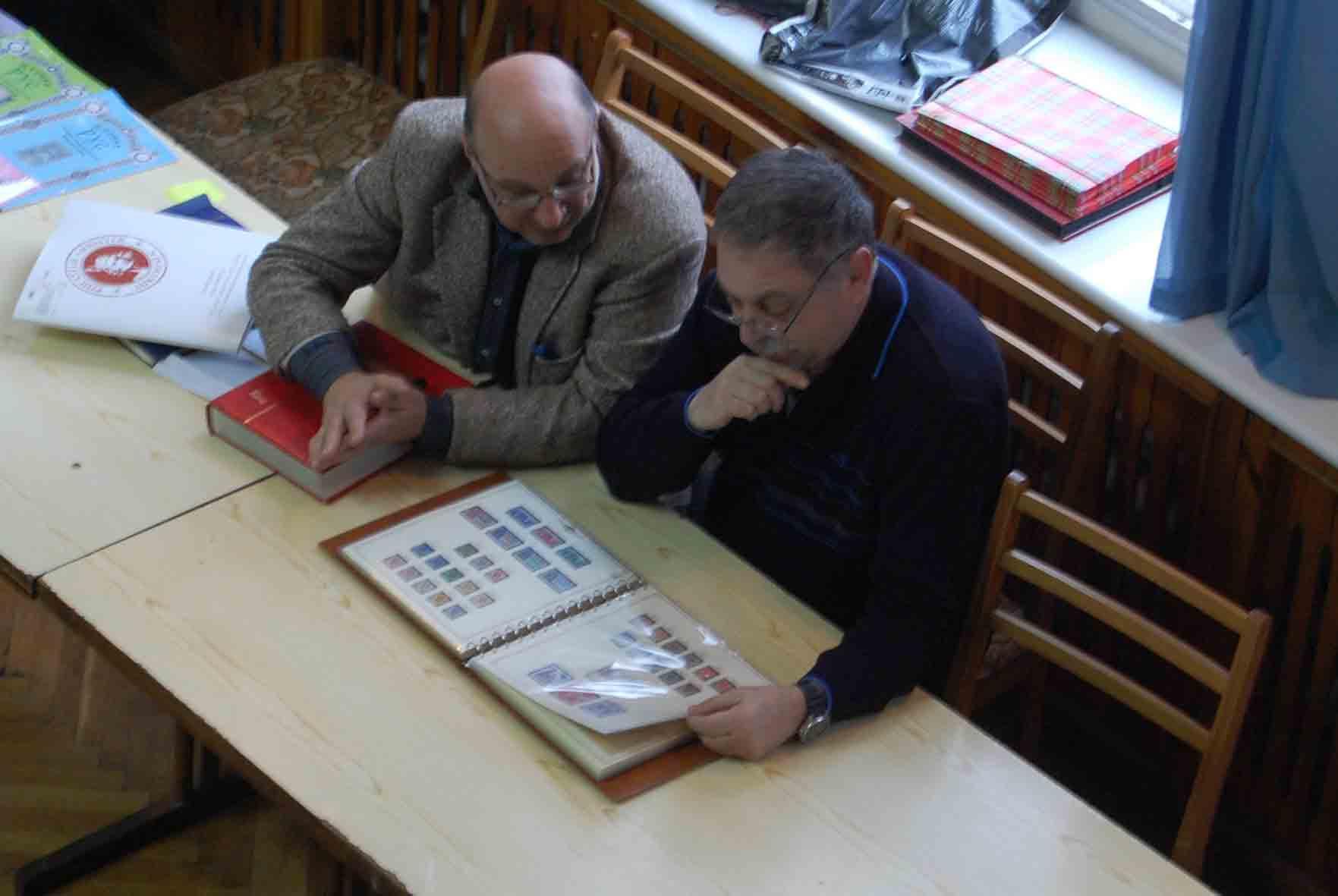 Два филателиста на Слете филателистов в Днепропетровске март 2016