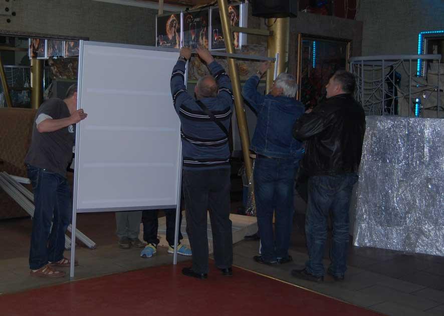 Монтирование стендов для экспозиций на слете филателистов в Харькове. 24 апреля 2016г.